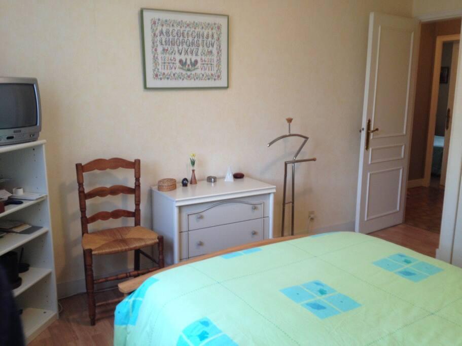 Chambre n°2 lit 140 + TV + wifi voir mon autre annonce pour cette chambre