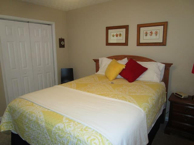 Roll away twin bed in closet w/bedding