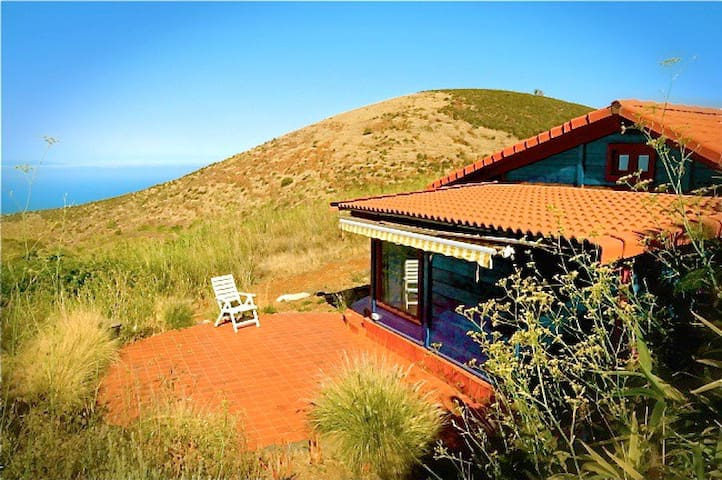 COZY WOOD HOUSE IN PURE NATURE - Santa Cruz de Tenerife - Rumah