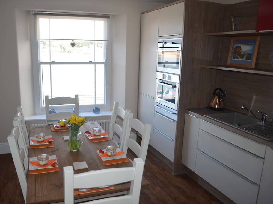 fully equipped kitchen/dining room