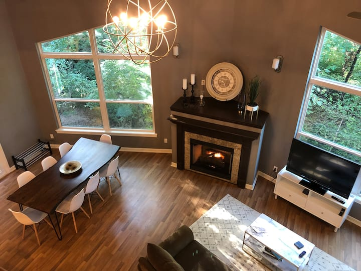 ★ Fayetteville Chill ★ Luxurious 3br/3ba with Loft