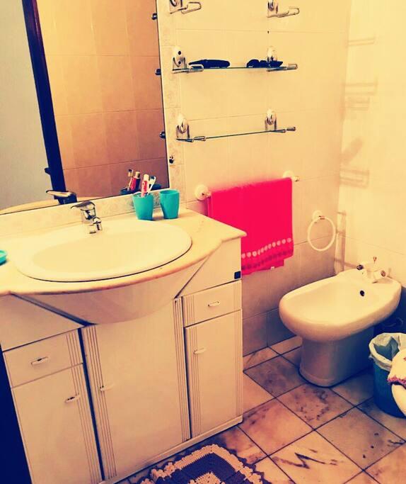 Casa de banho compartilhado restroom