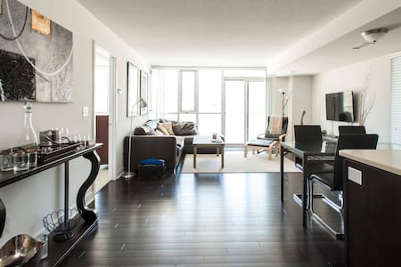 BrandNew 2 Bedroom Condo Heart of Downtown Toronto - Toronto - Condominium