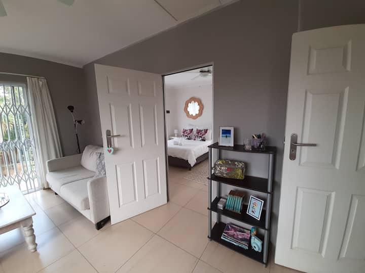 Cosy 1 bedroom apartment in quiet Umhlanga suburb