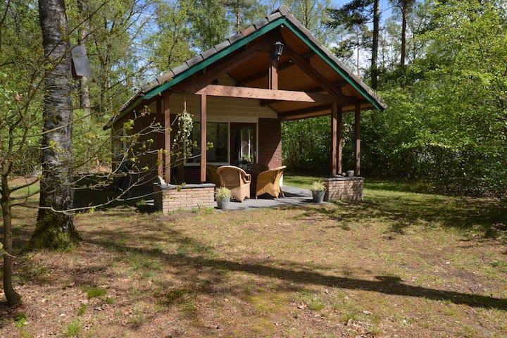 vrijstaand huisje met sauna, grote tuin en overdekt terras