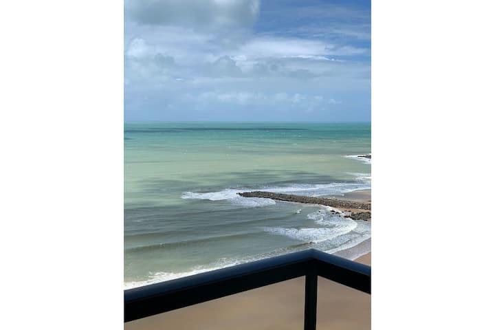 Apartamento em Areia Preta com vista para o mar