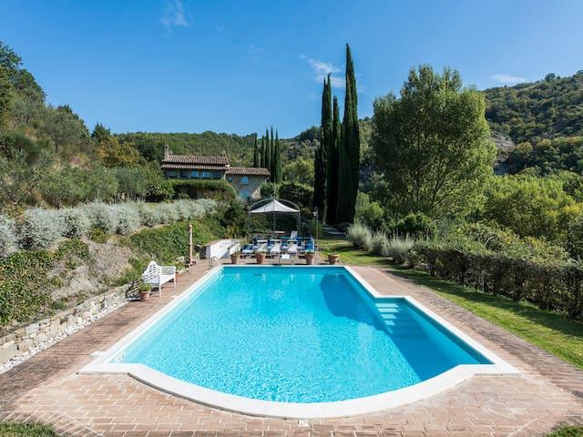 Villa Poggio Ginepro - Meravigliosa, con piscina