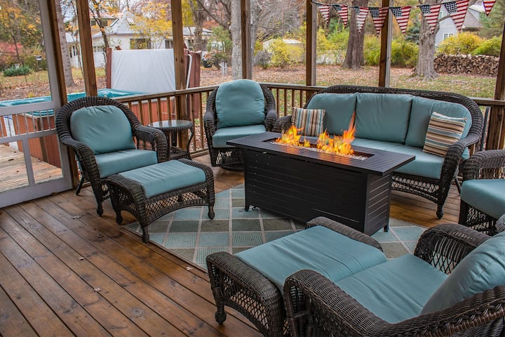 Red Bird Cottage - hot tub open all year!