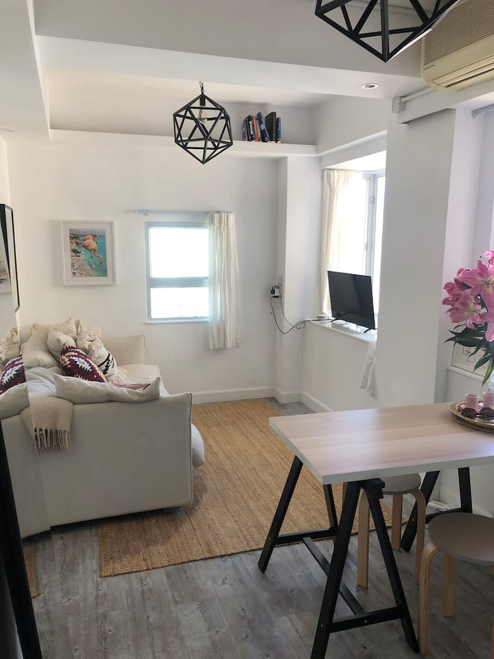 Soho/Mid-levels 1 BED apartment renovated w/ views