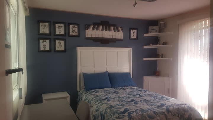 Acogedora habitación privada en casa compartida.