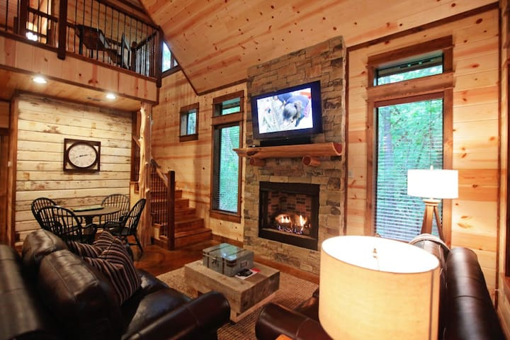 Private master king bedroom + loft w/trundle – hot tub-sleeps 4 – no pets