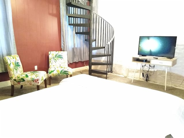 Beautiful 1BR, 2BA, Prudential area,Back Bay.