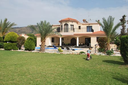 SEA FRONT Luxury Villa - 4 bedrooms - Argaka