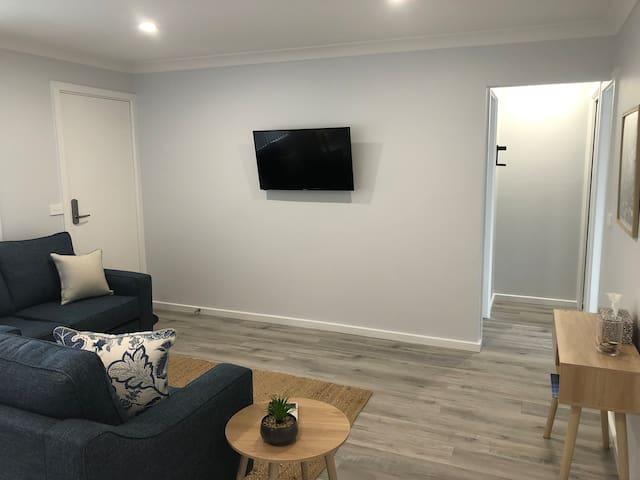 Modern, convenient 2 Bedroom Unit!
