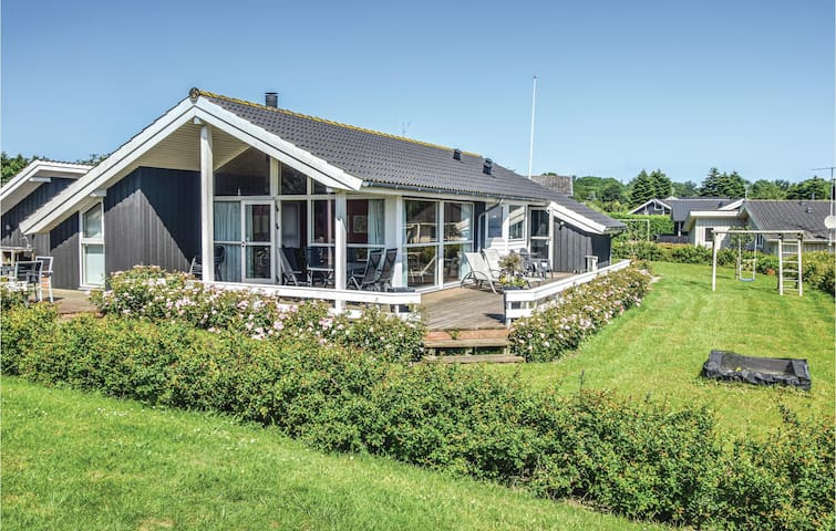 Holiday cottage with 3 bedrooms on 94m² in Sydals