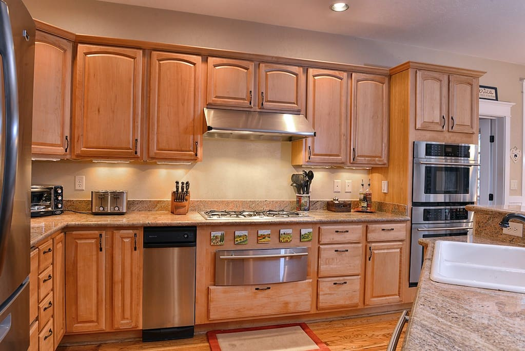 Gourmet kitchen with stainless steel appliances, granite counters, and double oven.