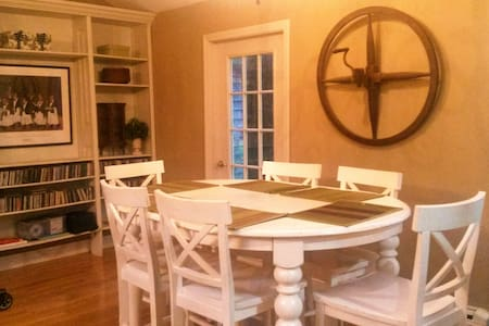 Secluded Village Cottage - North Stonington - Ev