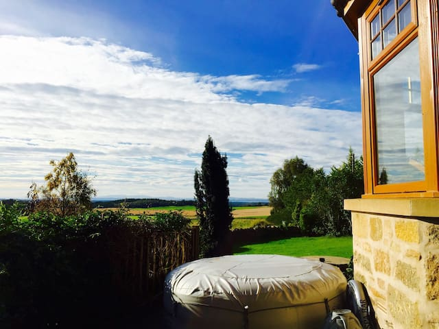 Rural, Clean, Cosy & Family Feel. - Rafford - Guesthouse