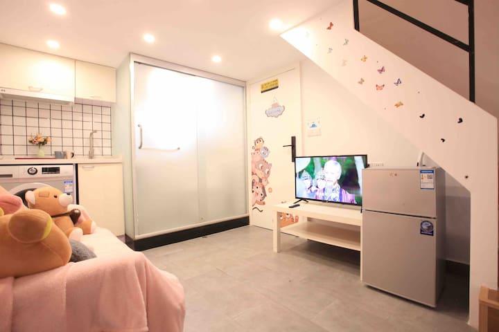 【幻想小屋】南京路步行街 外滩 地铁2 10号线附近时尚loft一居室