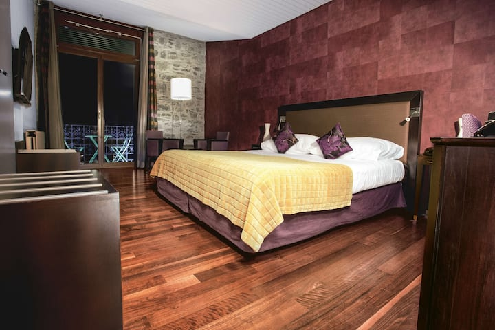 Deluxe Double Room with Balcony and Lake View