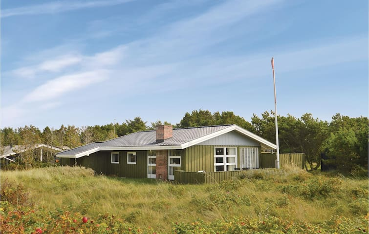 Holiday cottage with 3 bedrooms on 79m² in Løkken