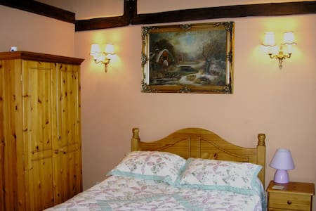 Triple room - double and single - Crawley - Bed & Breakfast