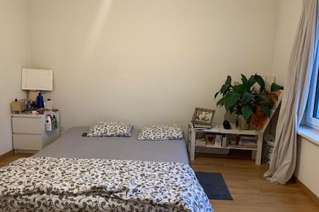 Room close to Airport & zurich Main train station