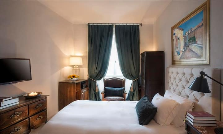 Superior room in the heart of the village