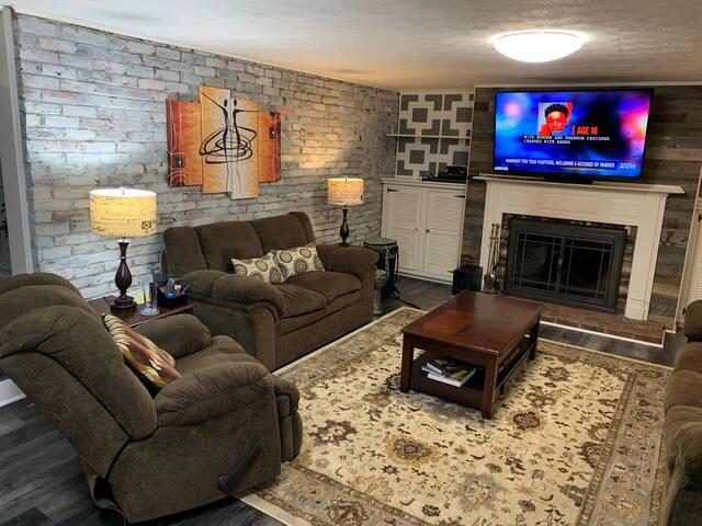 Super cozy room with private bathroom & TV