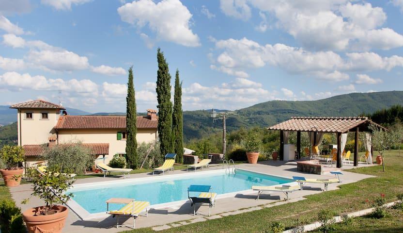 Villa immersa nel verde con piscina - Poppi - Willa