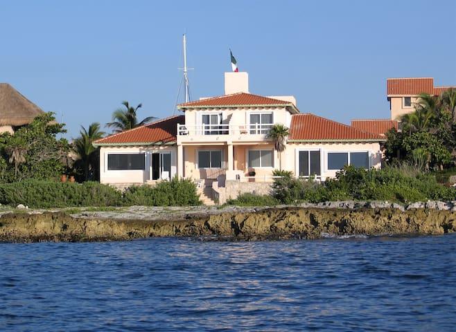 Ocean Front Home in Quiet Area - Puerto Aventuras - House