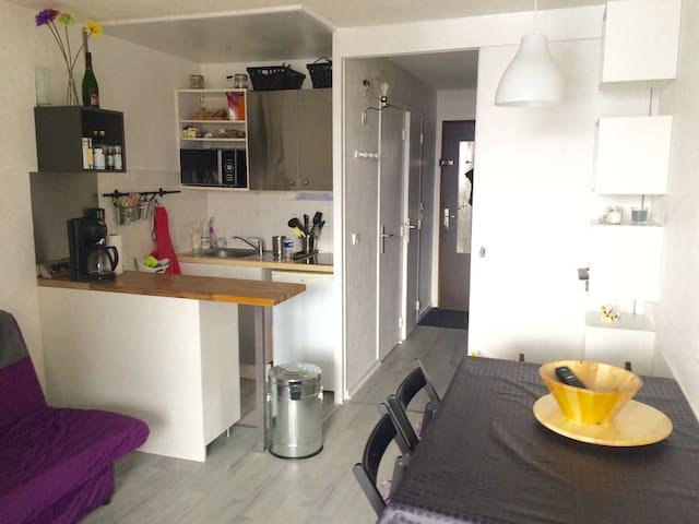 Beau studio avec terrasse plein sud - Mont-de-Lans - Departamento