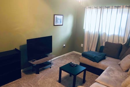 Private Suite in Split-Level Home; Pasadena