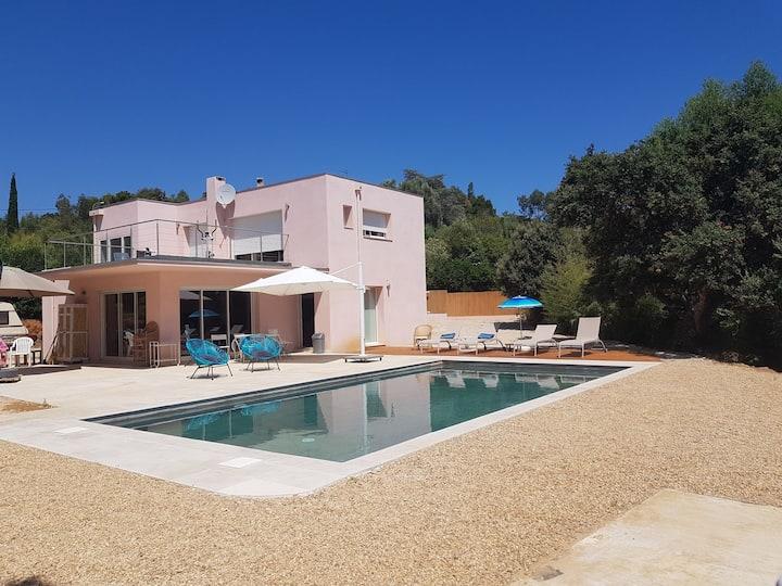 Villa neuve avec piscine et mer a la croix valmer