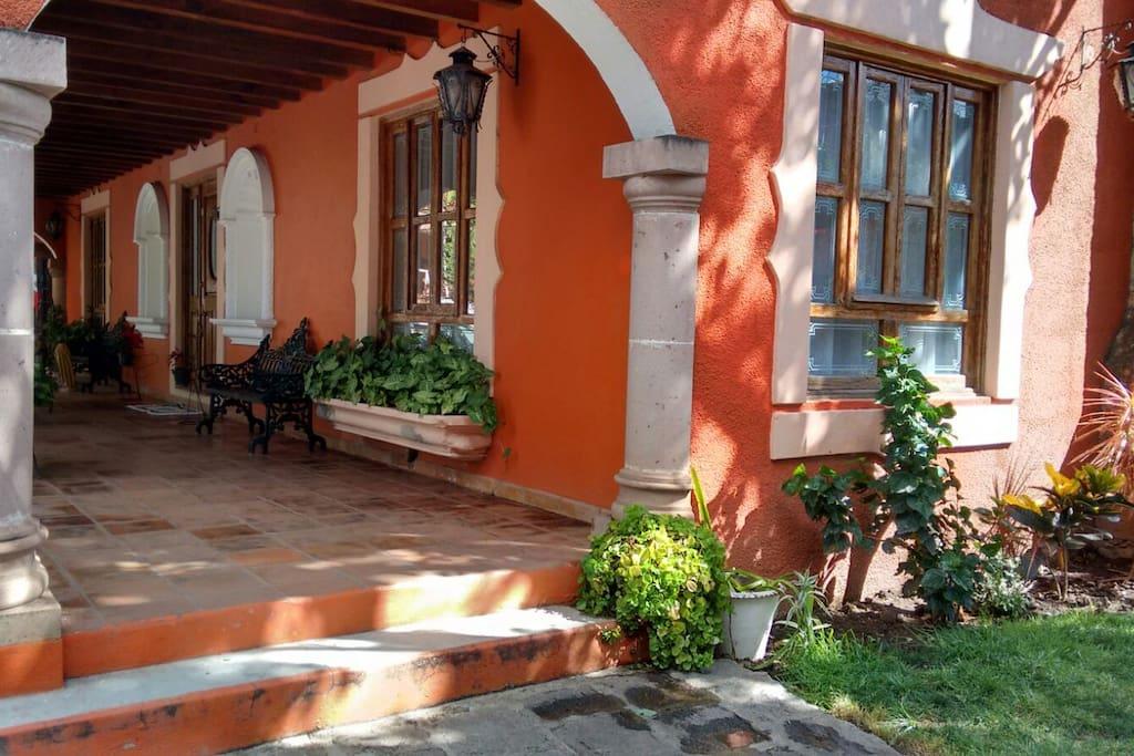 Room in house inside old Hacienda. Cómodo cuarto en casa dentro de Hacienda en Guanajuato.