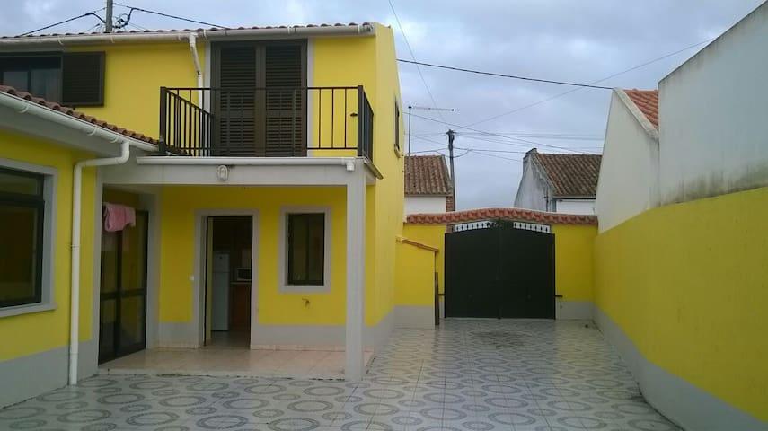 Salir House - Salir do Porto - Hus
