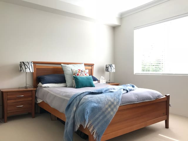Bed 1 - Master w/ en-suite.