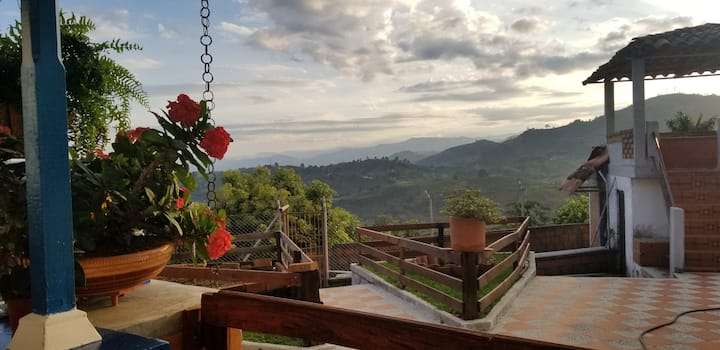 Finca Vista Hermosa - Hilltop Views, Safety