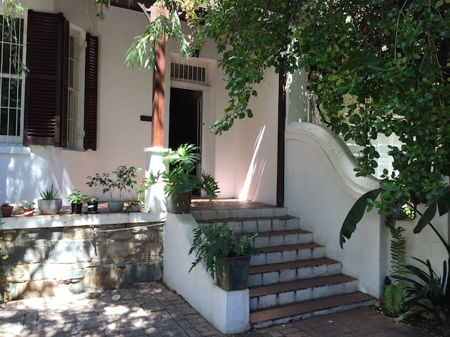 Friendly home in lovely Green Point - Kaapstad - Huis