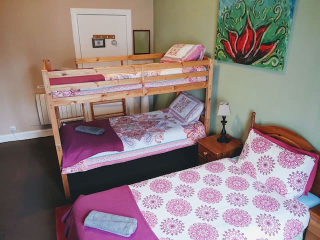 Single bed in 3-bed female dorm @Aabalree