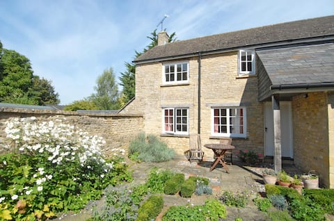 Converted 17C dairy with private suntrap garden