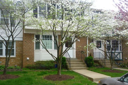 Quiet home in Olney, MD - Olney - Townhouse