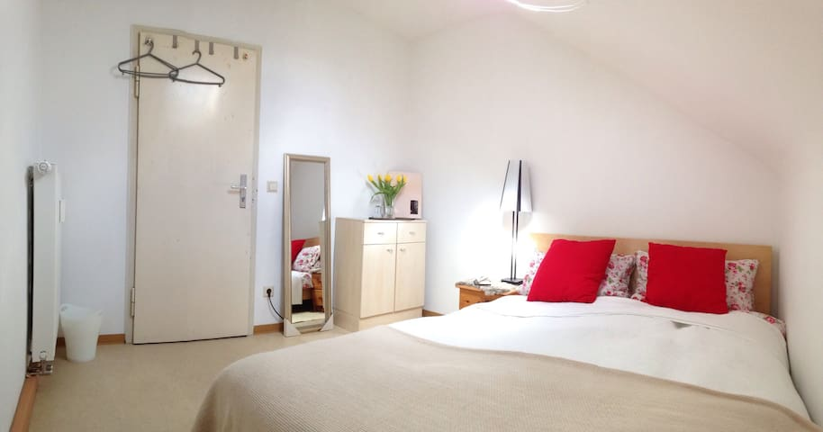 Private, cozy, bright room for 2 in a quiet area - Ludwigsburg - Daire