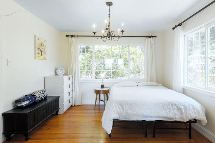 Third bedroom - Queen bed