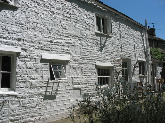 Peak District Stone Built Cottage - Whaley Bridge - Dom