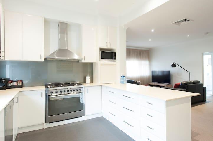 Luxury Apartment @ 158 - Wagga Wagga - Apartament