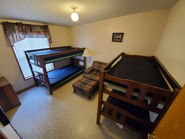 Bedroom Number 2 Sleeps 4 (2 Twin Bunks)