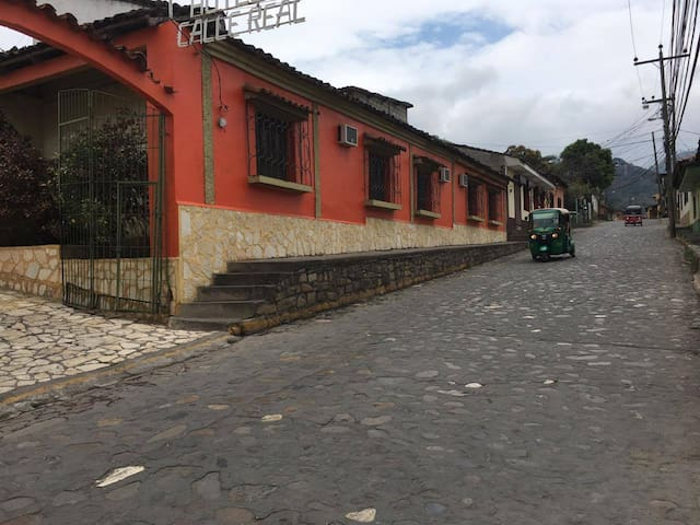 Hotel Calle Real Copán Ruinas