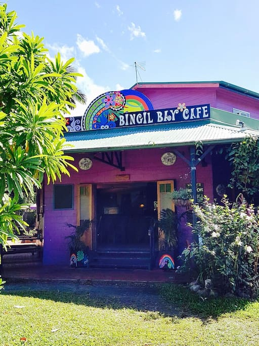 Bingil Bay Cafe - fantastic coffee, licensed, live music, great food and only a few minutes walk away!!!