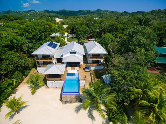 Vivaro - Private beach - Infinity pool - 5 bedroom - Roatan